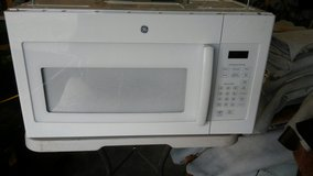 GE OVER THE RANGE MICROWAVE Like new in Perry, Georgia