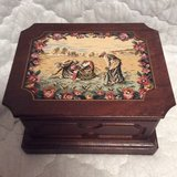 Vintage: Silk Art Jewelry Box in Byron, Georgia