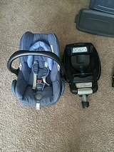Maxi Cosi carseat and car adapter in bookoo, US