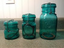 antique mason jars, set of three in Fort Leonard Wood, Missouri