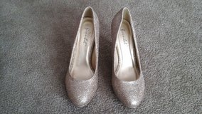 Champagne (gold) glitter shoes in Naperville, Illinois
