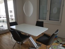 Table and 4 chairs in Wiesbaden, GE