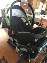 2 baby car seats 3 car seat bases Graco Snugride click connect 35 & 40 in Yucca Valley, California