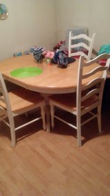 Dining table with 6 chairs in Beaufort, South Carolina