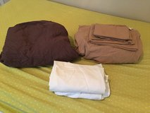 King sheets (2) and pillow cases (4) in Leesville, Louisiana