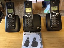 MOTOROLA CORDLESS PHONES with Charging docks (Set of 3) *** LIKE NEW *** in Fort Lewis, Washington