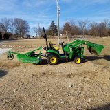 John Deere 1025R Tractor Combo in Fort Leonard Wood, Missouri