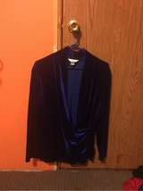 Blue velvet long sleeve wrap around 1X in Fort Leonard Wood, Missouri