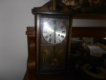 CLOCK  ANTIQUE KEEPS GOOD TIME in Fort Campbell, Kentucky