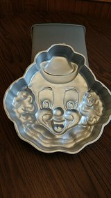 Clown cake pan in Algonquin, Illinois