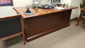 EXECUTIVE DESK ONLY $125 in Bolingbrook, Illinois