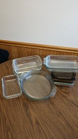 Glass  baking dishes, assorted sizes. in Algonquin, Illinois