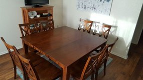 Dining table with 8 chairs in San Clemente, California