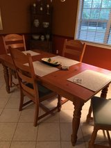 Broyhill Dining Set with 4 chairs in Jacksonville, Florida