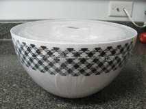 BRAND NEW 3 PIECE SET OF BLACK & WHITE MIXING BOWLS in DeKalb, Illinois