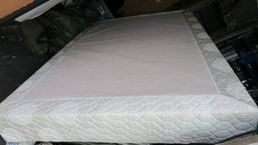 clean queen box spring new condition in Okinawa, Japan