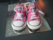 converse  shoes size 6  little girles in Lakenheath, UK
