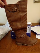 Boots new 8.5 in Naperville, Illinois