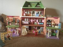 Fisher Price loving family Dollhouse & furniture in Fort Polk, Louisiana