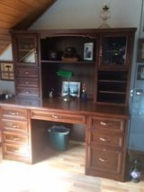 Solid Wood Desk with Hutch Price Reduced! in Grafenwoehr, GE