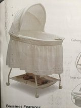 Delta Sweet Beginnings Bassinet w/box in Tacoma, Washington