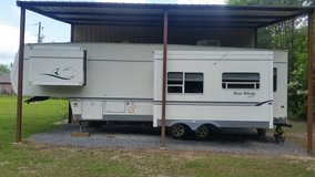 Four Winds 30'  5th wheel w/two slides in Fort Polk, Louisiana