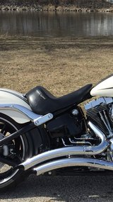 Le Pera Up Front Solo Seat Harley-Davidson Breakout in Algonquin, Illinois