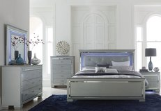 BRAND NEW IN BOX:) DESIGNER UPSCALE LED LIT QUEEN BED SET in Camp Pendleton, California