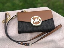 MK crossbody wallet with phone slot in Fort Campbell, Kentucky