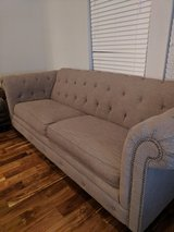 Beautiful 6 foot couch in great condition in Lackland AFB, Texas