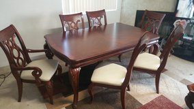 Excellent table with 6 chairs in Yucca Valley, California