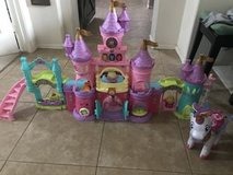 V-Tech Princess Castle, Unicorn & all people accessories in Kingwood, Texas