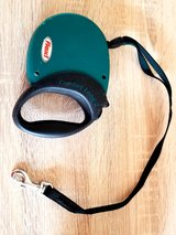 Expandable pet leash - REDUCED in Ramstein, Germany