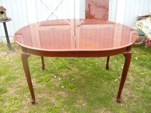 Oval Table in Pleasant View, Tennessee