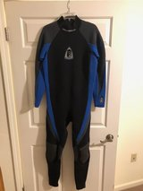 Wetsuit, full 3mm, w/reinforced knee pads in Watertown, New York