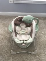 Fisher Price baby papasan vibrating chair in Naperville, Illinois