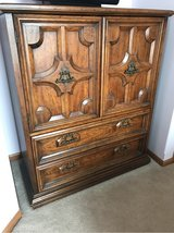solid wood bedroom set 2 dressers 2 nightstands queen size headboard in Tinley Park, Illinois