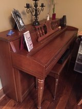 Piano, Upright in Glendale Heights, Illinois
