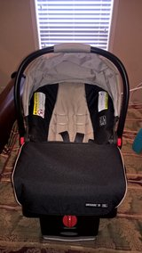 Graco SnugRide Click Connect 35 Infant Car Seat with base in Camp Lejeune, North Carolina