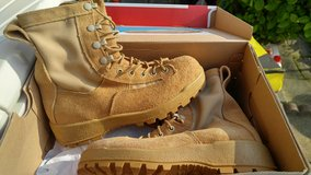 NEW US Military Tan Hot Weather Boots Size 4W 4 Wide in Fort Campbell, Kentucky