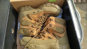 .New Military Wellco M760 Multi-Cam Gore-Tex Combat Hiker Hiking Boots 10R in Fort Campbell, Kentucky