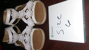 white sandal size 6 in Fort Campbell, Kentucky