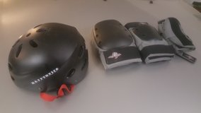Children Helmet, Knee, wrist and elbow pads in Baumholder, GE