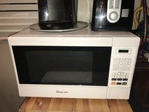 Counter microwave in Chicago, Illinois