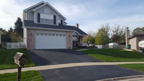 MOVE IN READY!! IMMACULATELY MAINTAINED in Plainfield, Illinois