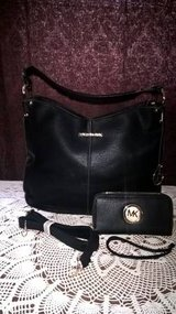 LARGE MICHEAL KORS PURSE WITH WALLET in Keesler AFB, Mississippi
