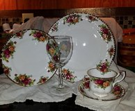 Royal Albert Old Country Roses 20-Piece Dinnerware Set Never Used in Moody AFB, Georgia