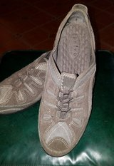 Women's Clarks Tennis Shoes Size 8 1/2 M Medium 8.5 Brown Suede EUC Ladies in Moody AFB, Georgia