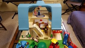 Little Tikes Doll House Vintage 1990 - plus Over 30 Accessories in Aurora, Illinois
