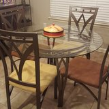 table & chairs in Dothan, Alabama